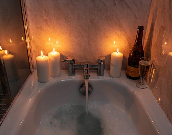 RMV Hot Tub Lodge 3