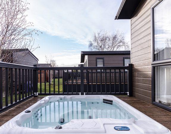 RMV Hot Tub Lodge 51 1